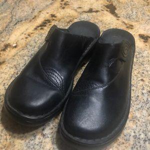 Clarks size 9 black leather slides